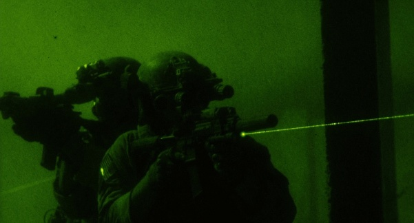 zero-dark-thiry-night-vision-aim.jpg